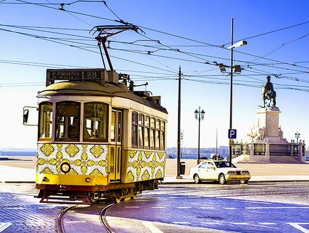 610x460_Portuga_Tramway_vintage_Rrrainbow_-shutterstock_228045787