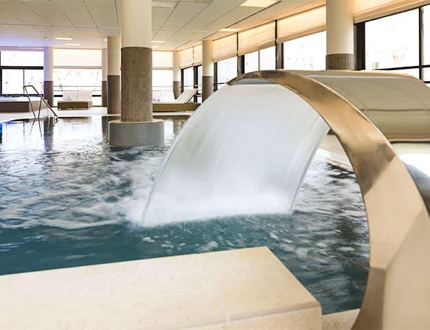 5a6a99d66f39a-piscine-interieure