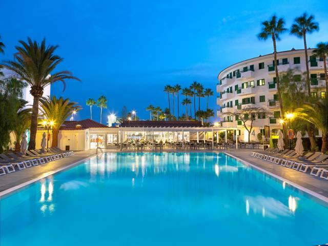 Playa-Bonita-piscine-nuit