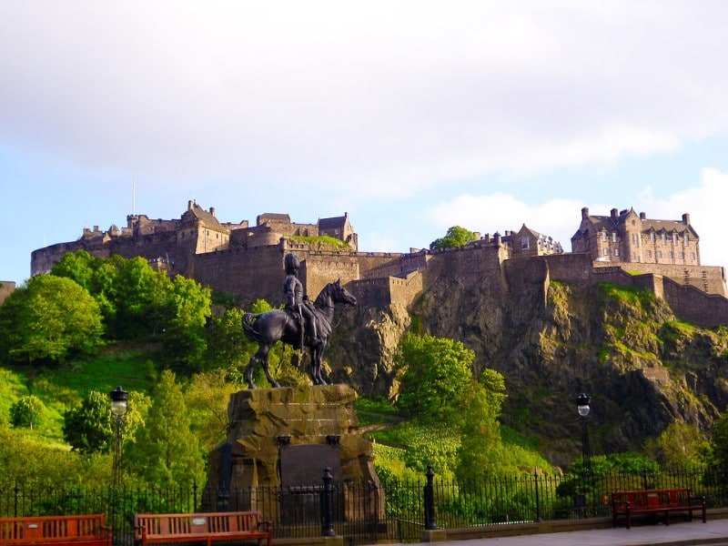 edinburgh-castle-scotland-2691043_960_720