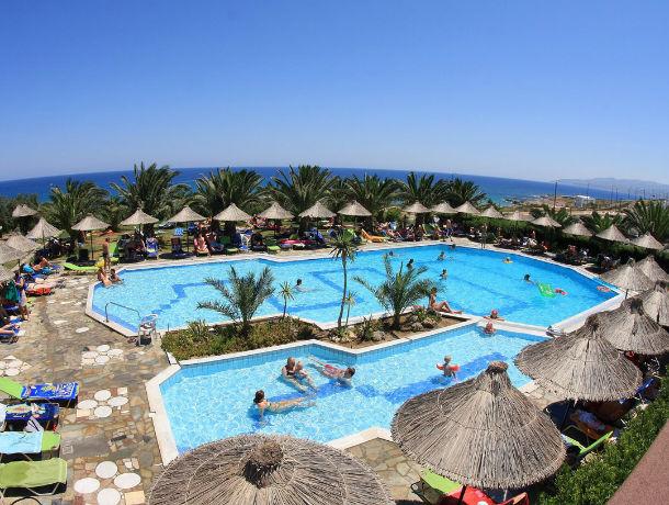 Carrefour-Crete-hotel-mediterraneo-piscine