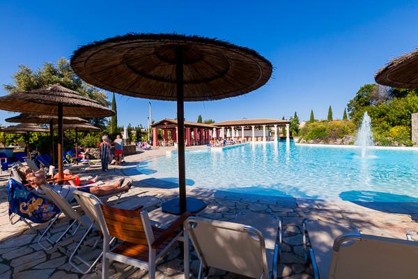 piscine-framissima-louis-corcyra-gardens