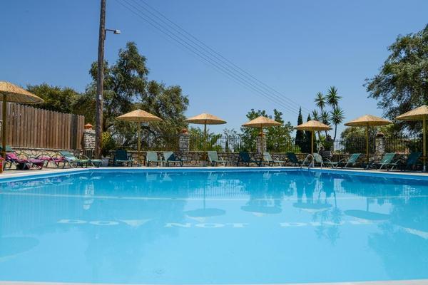 Hôtel-Villa-Yannis-Hotel-Apartments-Suites-4-Corfou-Grèce